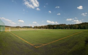Fotbalové hřiště s umělou trávou